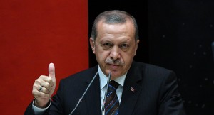 Erdogan un día que levanto el pulgar.